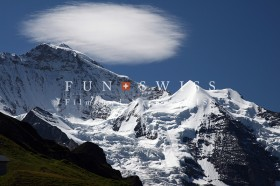 ユングフラウと丸い雲
