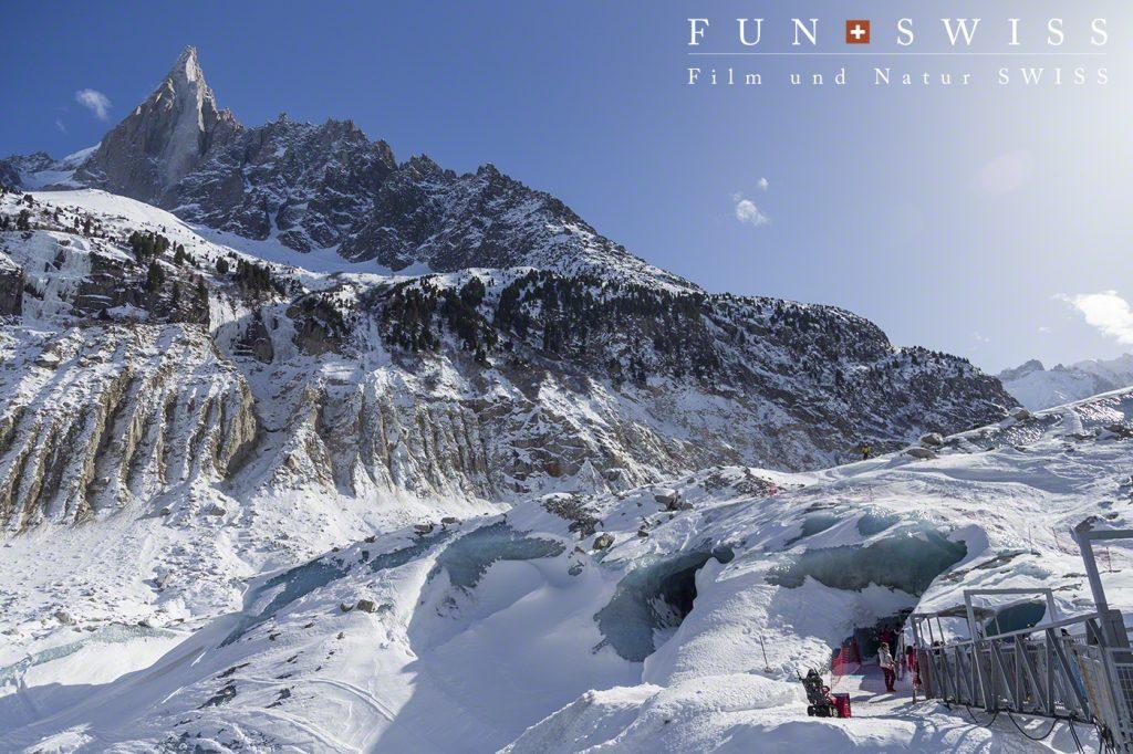 氷河スキーの終了地点は、空に向かってそびえるドリューの真下