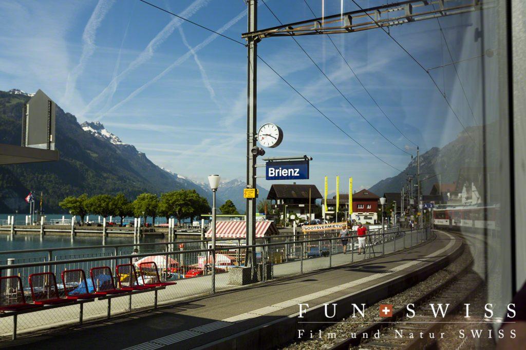 湖畔のブリエンツ駅