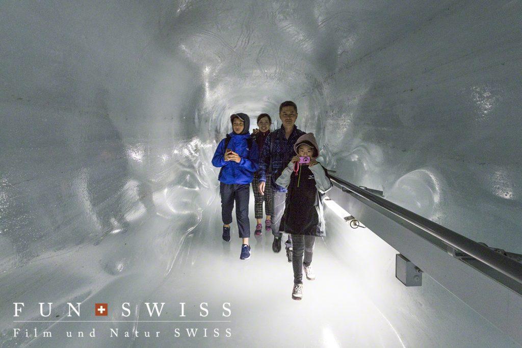 本当の氷河の中に入れるアイスパレス!!!