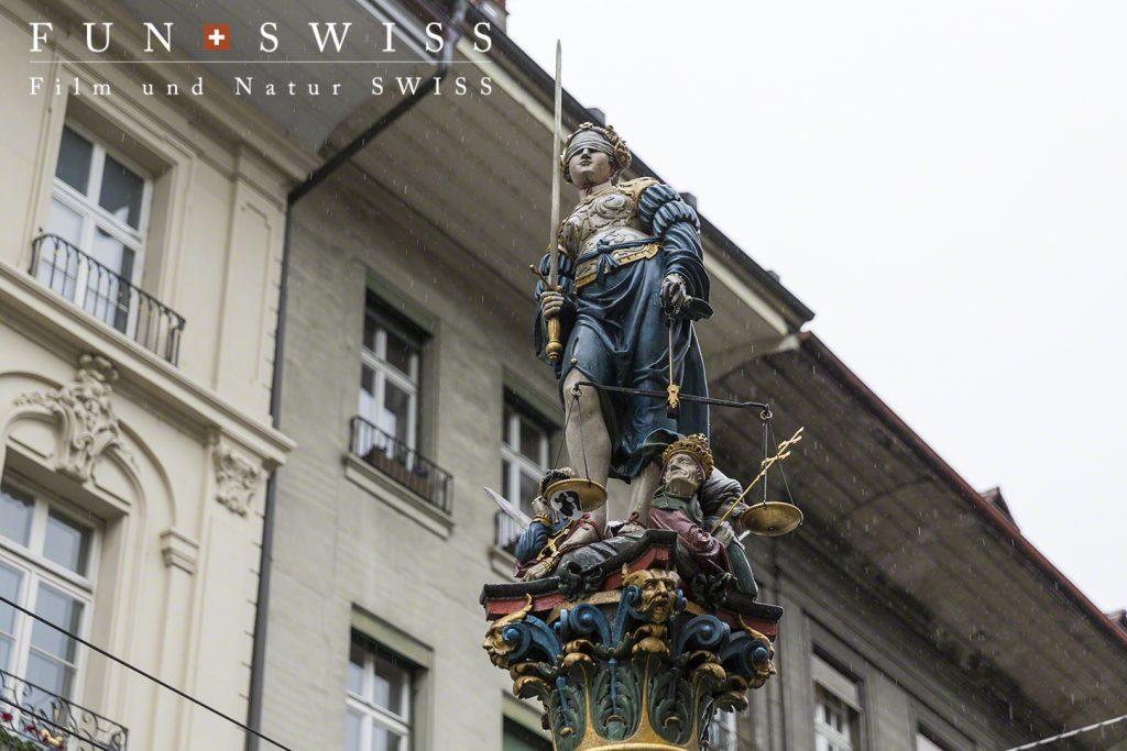 公平と正義を表す女神の噴水