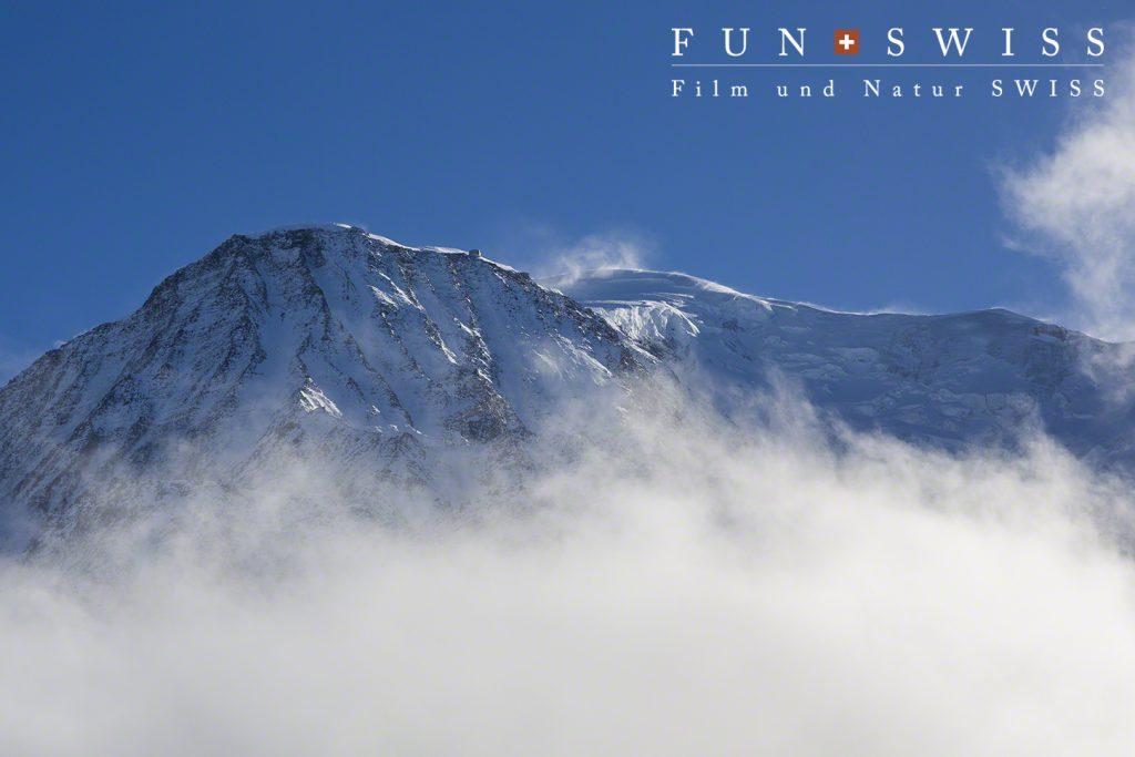 山頂手前にグーテ小屋が。標高は3835mで、富士山よりも高い!