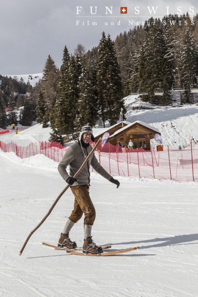 登山靴で、スキー!!!??すごいスピードで滑っていました!!!