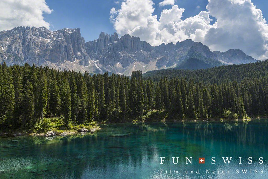 吸い込まれそうな青色のカレッツァ湖