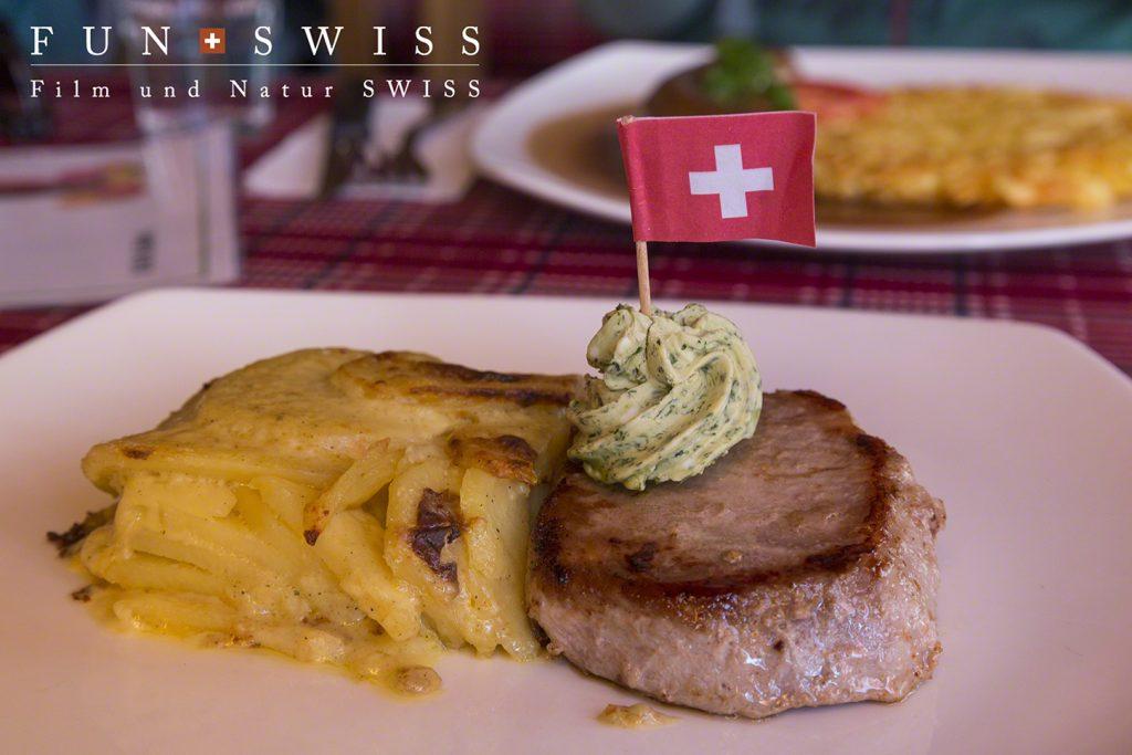 スイスの山小屋料理、豚肉のシンプルステーキ♪
