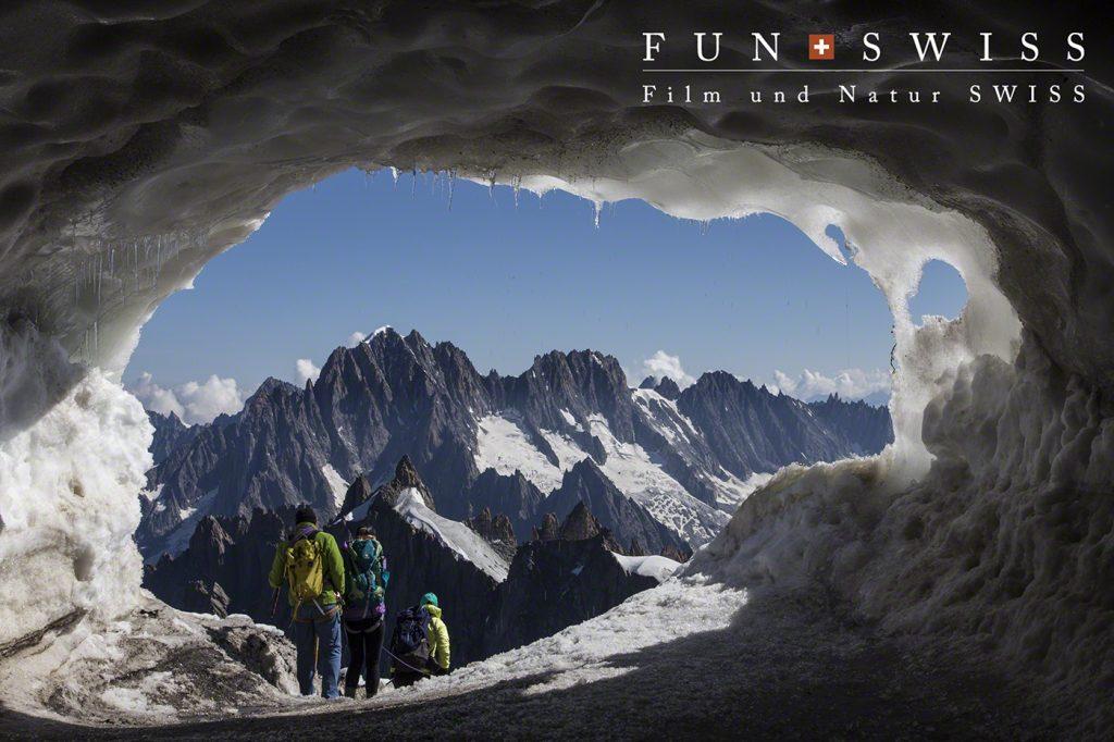 氷河帯へ出発する登山者たち