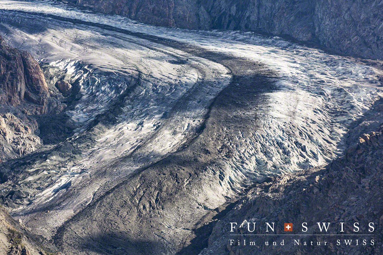 氷河が大きくカーブする箇所