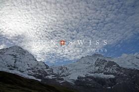 メンヒとユングフラウと鱗雲
