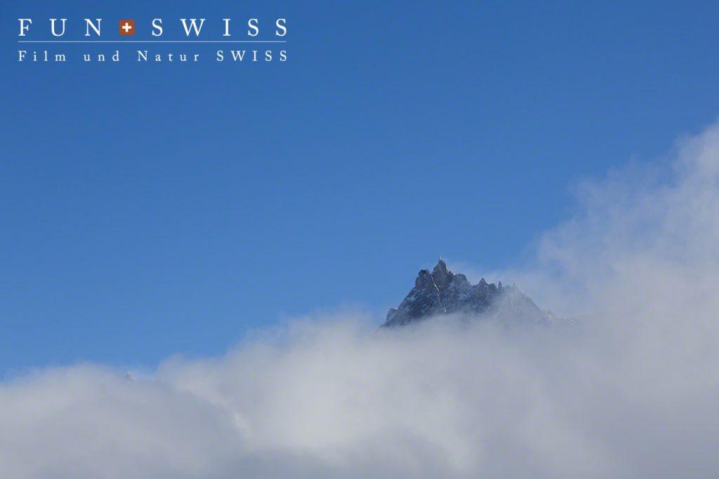 3,842mのエギュードミディ展望台も雲海の上に!
