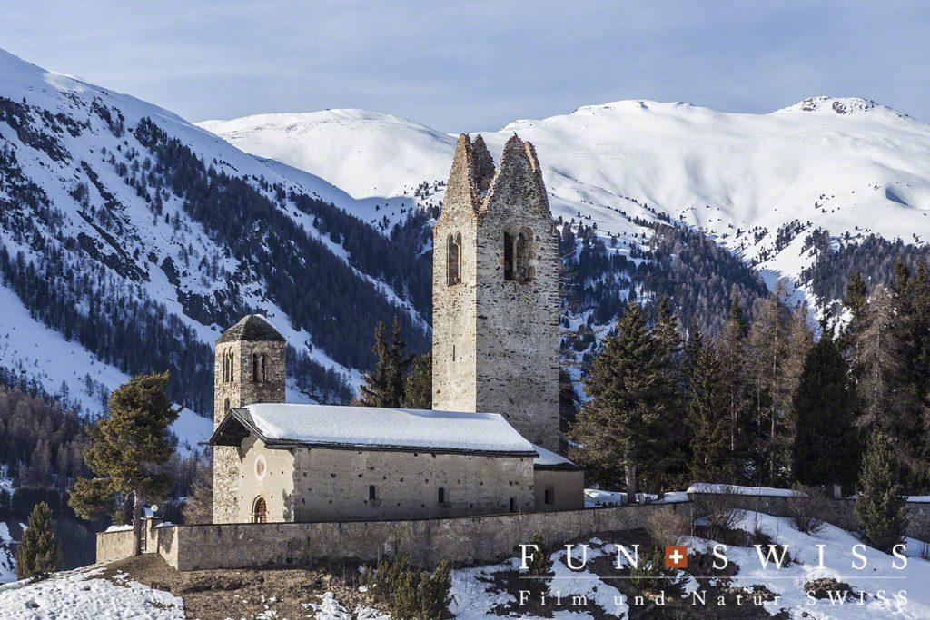 尖塔が雷で無くなった教会