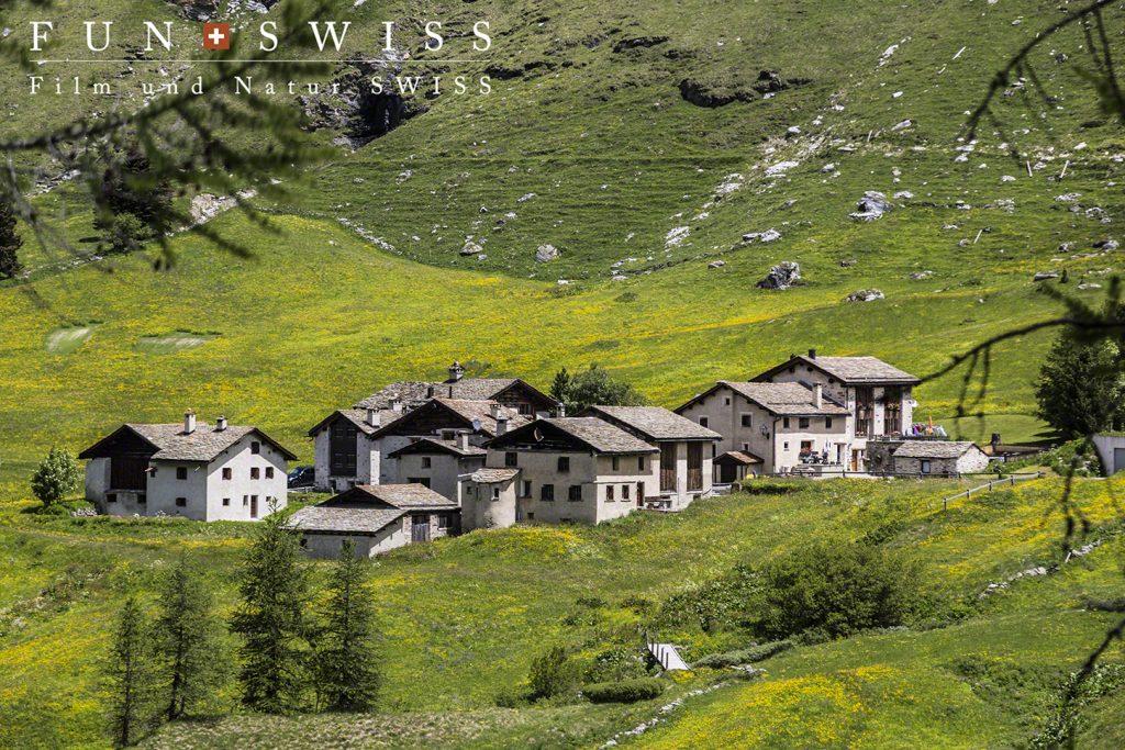 点在する小さな村々