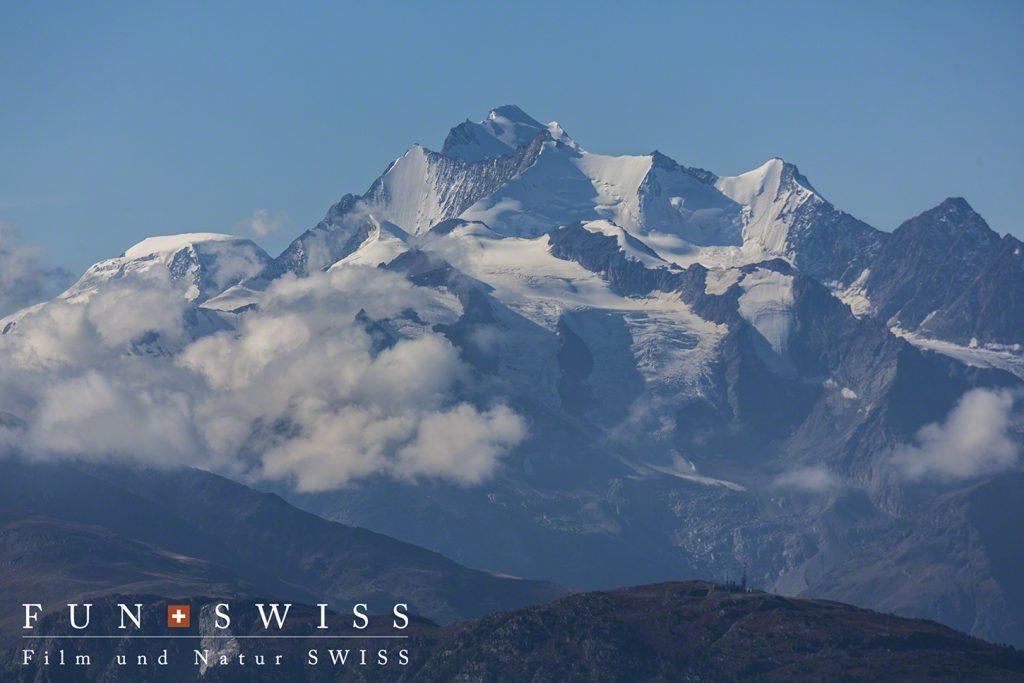 スイス国内最高峰のドーム(4,545m)含むミシャベル山群
