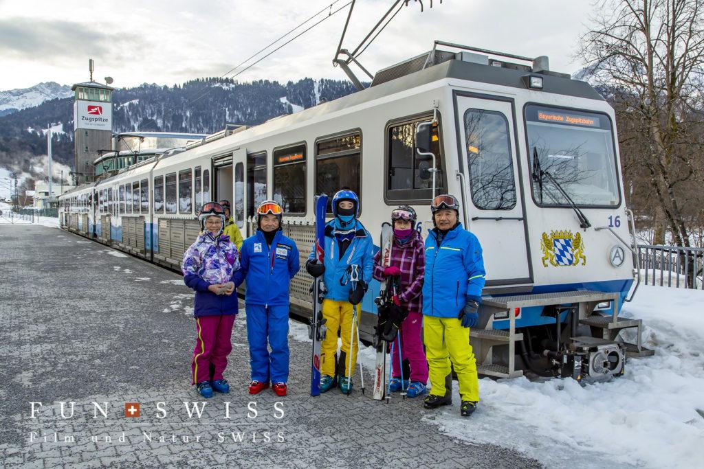 登山列車でいざスキーへ!