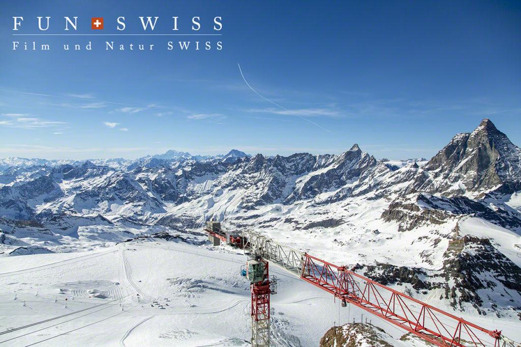 3,882mの展望台からは、ヨーロッパ最高峰のモンブランも遠望☆ここにも、イタリア側へつながるロープウェイが建設中!!!