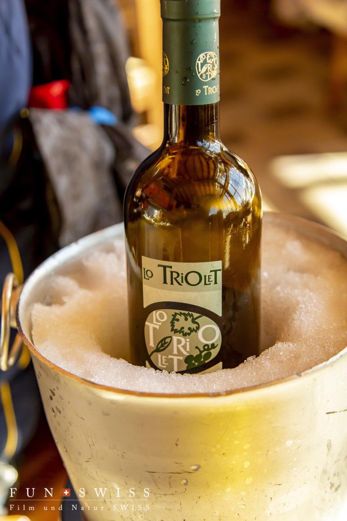 標高2000mを超えているので、周辺の雪でワインを冷やす!
