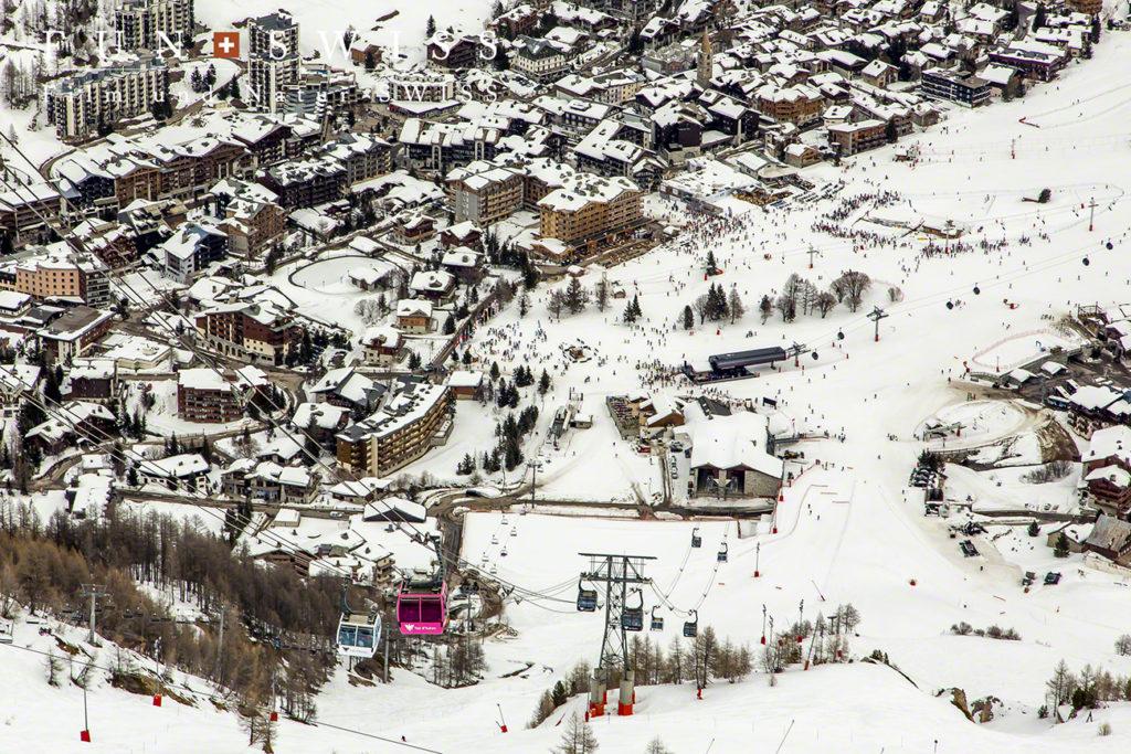 標高約1,800mの谷あいに広がるヴァルディゼール村