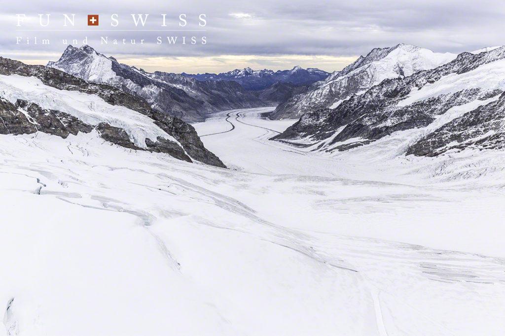 雄大なアレッチ氷河の流れ、、、