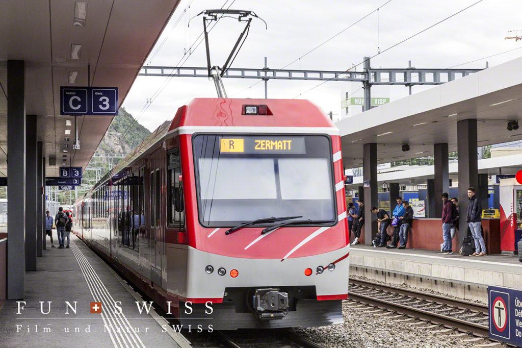 終着ツェルマットへ向かうマッターホルン・ゴッタルド鉄道