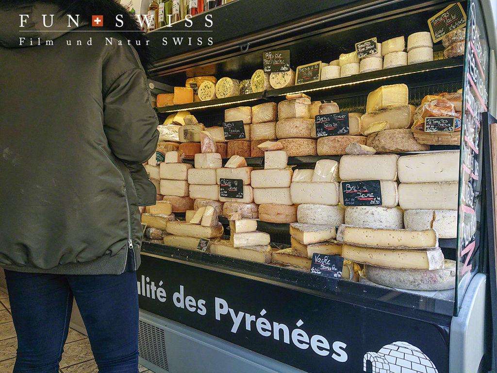 街中にあるチーズ屋さん
