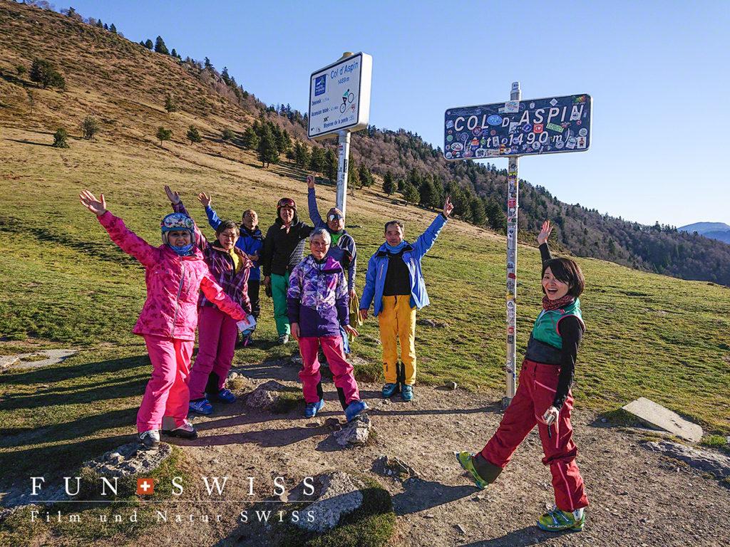 途中、ツール・ド・フランスでも有名なアスピン峠1,490mを経由